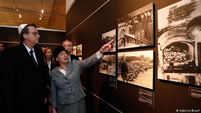 Bolsonaro durante visita ao memorial em Israel: ele repetiu tese absurda de que nazismo seria de esquerda