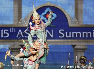开幕式上表演泰国舞蹈