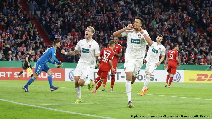 DFB-Pokal 2018/19 | FC Bayern München vs. FC Heidenheim | Jubel Heidenheim