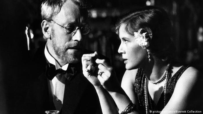 Max von Sydow and Dominique Sandain in Steppenwolf (picture-alliance/Everett Collection)
