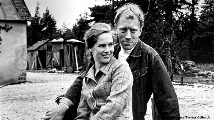Max von Sydow and Liv Ullmann in The Passion of Anna (picture-alliance/Everett Collection)
