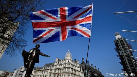 DW: Πιο πιθανό πλέον το σενάριο σκληρού Brexit