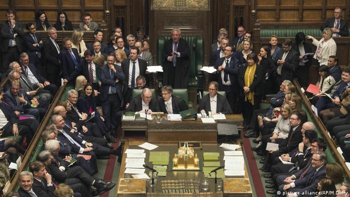 London: Unterhaus stimmt über die Verschiebung des Brexit ab (picture-alliance/AP/M.Duffy)