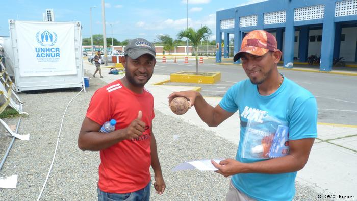 Tumbes Peru Flüchtlinge aus Venezuela Grenze Ecuador