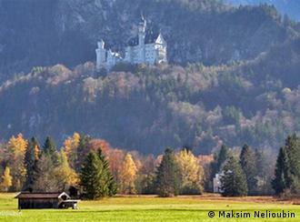Вид на замок со стороны деревни Швангау (Schwangau)