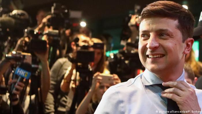 Володимир Зеленський не приховує, що ставить за мету мати власну більшість у Верховній Раді після виборів у жовтні. Поки ж йому доведеться домовлятися з нинішніми депутатами