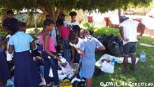 Junge Mosambikaner (Provinz Inhambane) sammeln Hilfe für die Opfer des Zyklons Idai Mosambik - Sammeln & Solidarität nach Überschwemmungen DW/L. da Conceiçao