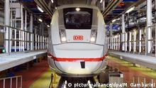 ARCHIV - 13.09.2016, Berlin: Ein ICE 4 steht im Bahnbetriebswerk. (zu «Vorzeigezug ICE4 muss nachgebessert werden») Foto: Maurizio Gambarini/dpa +++ dpa-Bildfunk +++ | Verwendung weltweit
