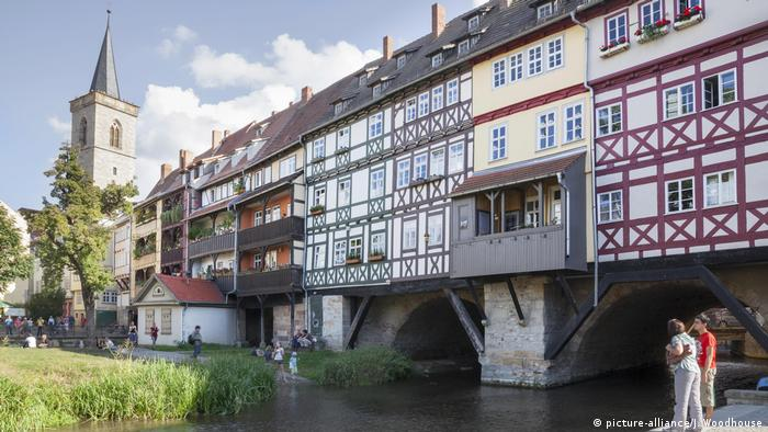 Merchants' Bridge in Erfurt (picture-alliance/J. Woodhouse)