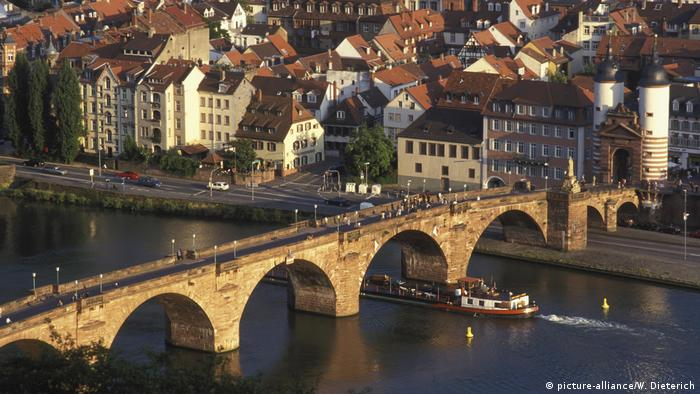 Old Bridge in Heidelberg (picture-alliance/W. Dieterich)