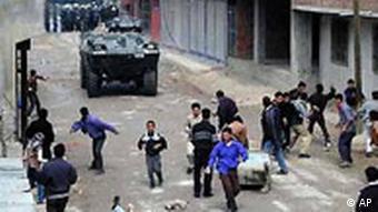 Türkei: Kurdische Jugendliche werfen Steine