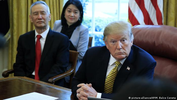 USA, Washington: Donald Trump trifft Liu He im Weißen Haus (picture-alliance/AP/M. Balce Ceneta)