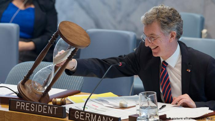 The German UN ambassador with the hourglass