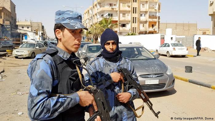 Membros do Exército Nacional Líbio em Sebha