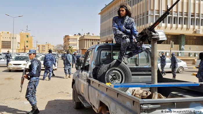 Milicianos do autroproclamado Exército Nacional Líbio