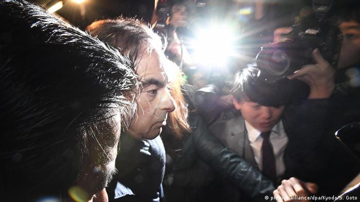 Japan Erneuter Haftbefehl gegen Automanager Ghosn (picture-alliance/dpa/Kyodo/S. Goto)