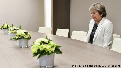 DW: Νέα παράταση του Βrexit ζητά η Μέι