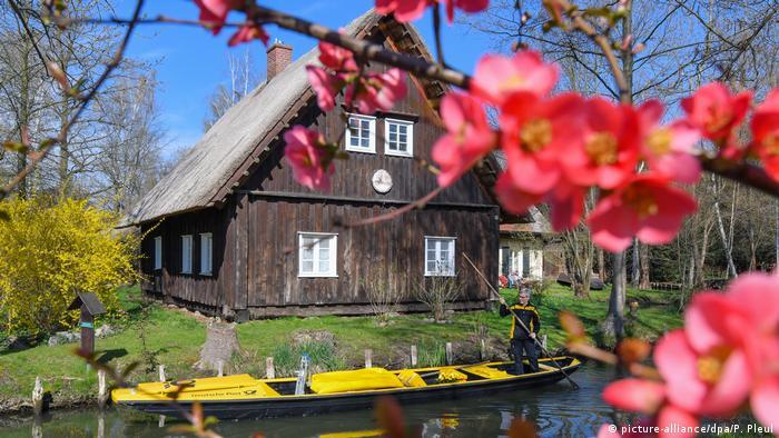Почтовая лодка-плоскодонка в Шпревальде (Бранденбург)