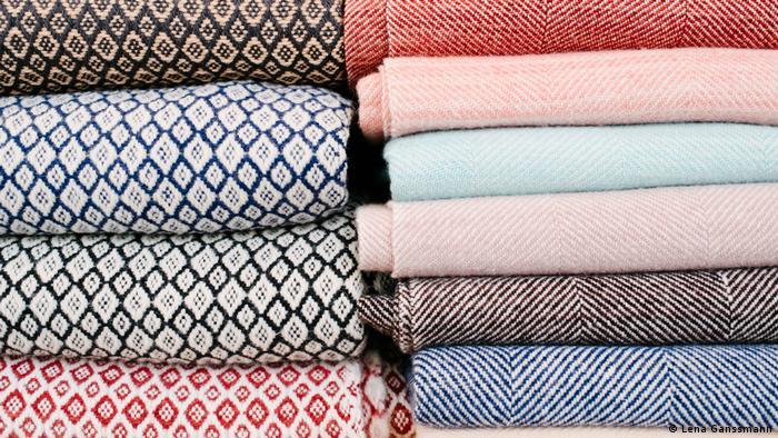 Scarves and wool blankets (Lena Ganssmann)