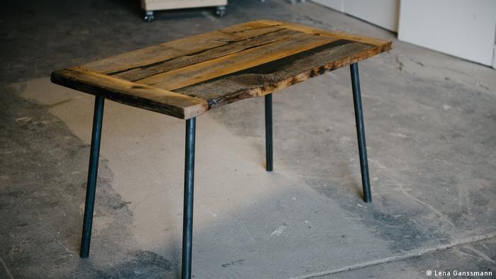 wood table (Lena Ganssmann)