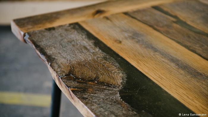 Reclaimed raw wood (Lena Ganssmann)