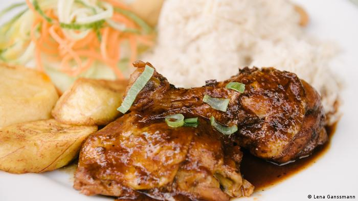 Jerk Chicken served with rice (Lena Ganssmann)