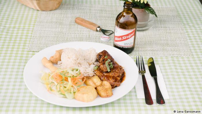 Ein gedeckter Tisch im jamaikanischen Restaurant Ya-Man. (Lena Ganssmann)