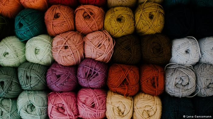 colorful wool balls (Foto: Lena Ganssmann).