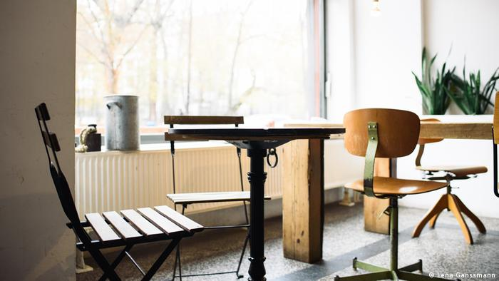 vintage furniture at Café Aunt Benny. (Lena Ganssmann)