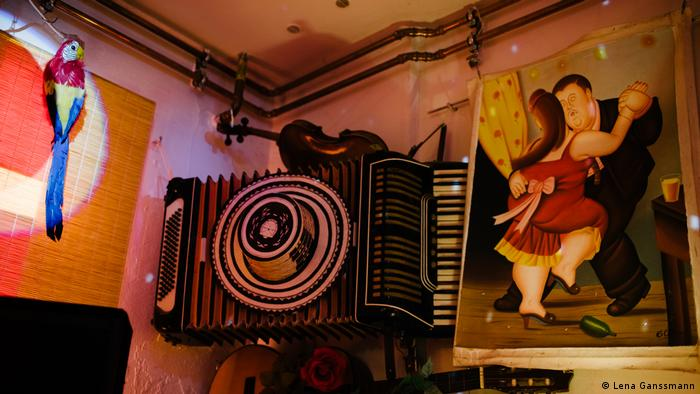 an accordian and picture of people dancing(Lena Ganssmann)