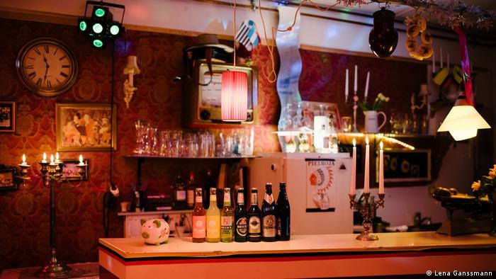 counter bar in low light (Lena Ganssmann)
