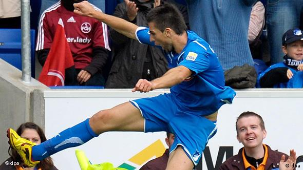 Hoffenheims Vedad Ibisevic jubelt nach seinem Tor zum 2:0. Foto: Ronald Wittek dpa