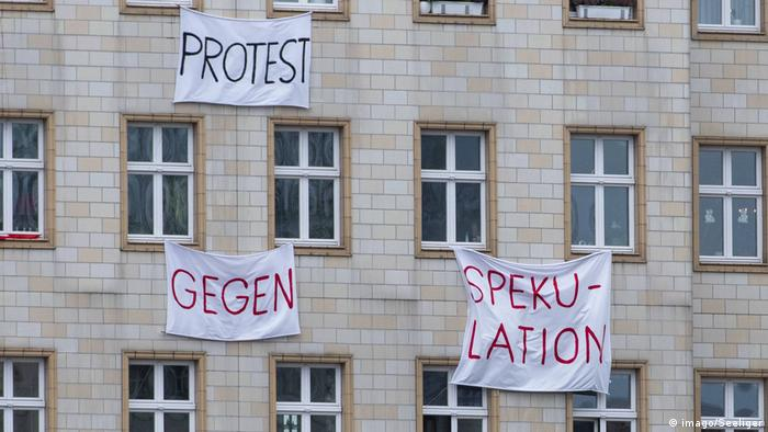 Building banners read protest against speculation.