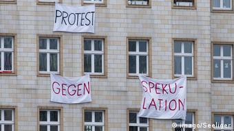 Транспаранты против спекуляции жильем в Берлине