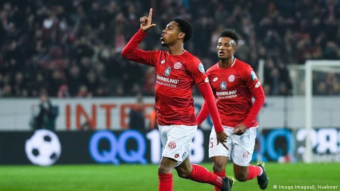 Fußball Bundesliga Mainz - Freiburg Torjubel 1:0 (Imago Images/J. Huebner)