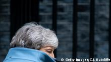 Großbritannien Theresa May, Premierministerin vor Dowing Street 10 in London