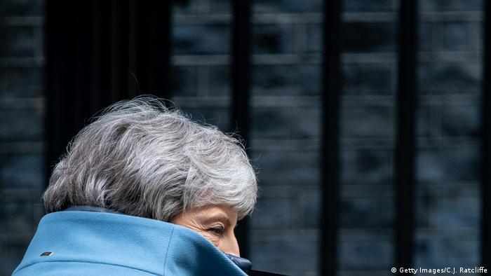 Großbritannien Theresa May, Premierministerin vor Dowing Street 10 in London