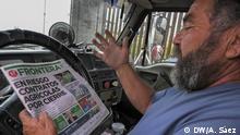 Alonso Ibarra, ein anderer LKW-Fahrer, liest eine Zeitung während der Wartezeit. Foto: DW / Aitor Sáez im April 2019
