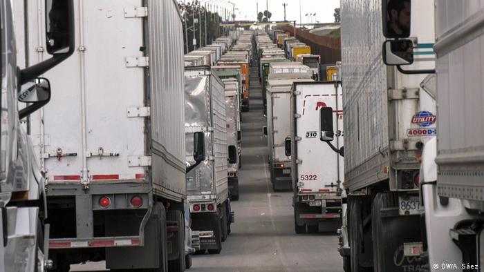 Mexiko LKW-Fahrer an der Grenze zu den USA (DW/A. Sáez )