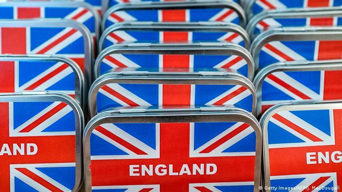 UK Trotz Brexit-Verzögerung: Neue britische Pässe ohne EU-Hinweis