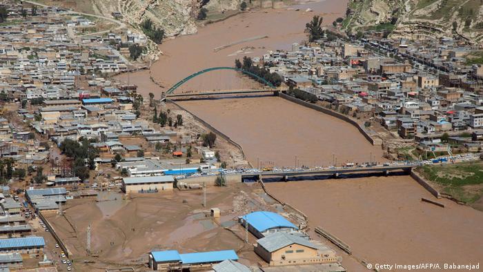 انعکاس اخبار خسارات سیل لرستان در رسانههای داخلی با بیمهری مواجه شد (عکس: شهرستان پلدختر در محاصره سیل)