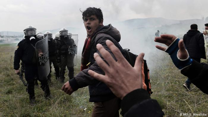 Migrants shout slogans during clashes with Greek riot police outside a refugee camp in Diavata, a western suburb of Thessaloniki, where migrants gathered on April 6, 2019 (AFP/S. Mitrolidis)