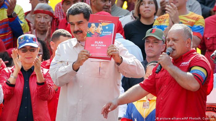 El vicepresidente del Partido Socialista Unido de Venezuela, Diosdado Cabello, afirmó tener datos de organismos de inteligencia que han detectado movimientos que están dirigidos a generar violencia en Venezuela, y pidió informar inmediatamente sobre la llegada de personas que no sean de las comunidades, de personas que no tengan acento venezolano, que tengan acento extranjero (22.09.2020).