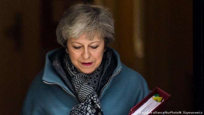 Großbritannien Theresa May, Premierministerin vor Dowing Street 10 in London (picture-alliance/NurPhoto/W. Szymanowicz)