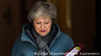 Großbritannien Theresa May, Premierministerin vor Dowing Street 10 in London (picture-alliance/NurPhoto/W. Szymanowicz)