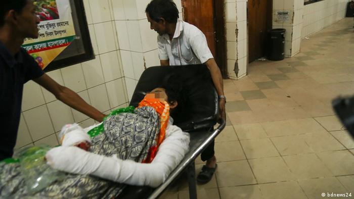 Bangladesch - Studentin wurde mit Feuer angegriffen nachdem Sie sich weigerte Vorwürfe sexueller Belästigung fallen zu lassen