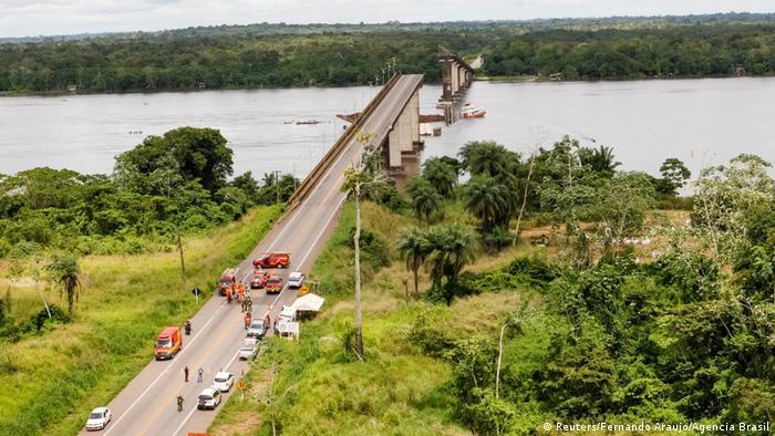 Brasilien Para   Zusammenbruch einer Brücke im Moju-Fluss