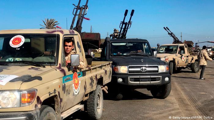 Terenska vozila u Libiji opremljena teškim strojnicama