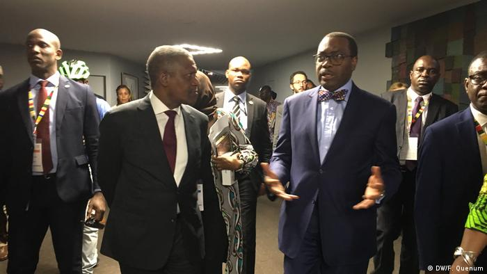Aliko Dangote (left foreground) and Akinwumi Adesina (right foreground) (DW/F. Quenum)