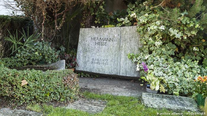 Grabstein von Hermann Hesse in Montagnola, Tessin (picture alliance / imageBROKER)